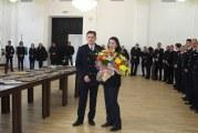 Suflet de artist în uniformă de pompier: Oara Larisa Mutu Mindoiu. Şi-a invitat colegii de la ISU Drobeta la vernisajul unei expoziţii!