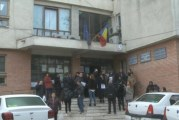 Protest spontan la Slatina! Angajaţii Inspectoratului Teritorial de Muncă şi cei de la Inspecţia Socială vor salarii mai mari!