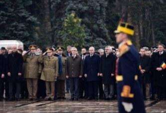 Ambasadorul SUA a depus coroane la Mormantul Ostasului Necunoscut, alaturi de Dragnea si Tariceanu!