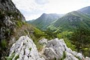 """Muntele de calcar din comuna Şovarna, una din frumusetile ascunse ale Mehedintiului: """"Pentru noi este o minune!"""""""