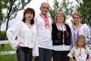 Borangic din viermi de matase la Stoenesti, judetul Valcea! Ultima familie din Romania care mai produce asa ceva se lupta cu chinezariile care au invadat tara!