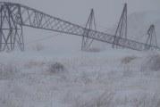 Efectele ninsorii. 14 localităţi din patru judeţe sunt nealimentate cu energie electrică. Nu există drumuri închise