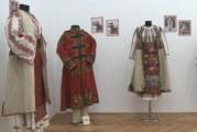 """Premieră expoziţională la Muzeul Judeţean Olt! Secţia de etnografie a prezentat """"Colecţia de iarnă"""" a portului popular autentic oltenesc!"""