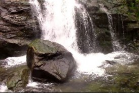 Comorile Vâlcii: Cascada Lotrişor, un spectacol fascinant şi unic!