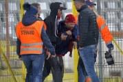 Liga 1 produce monstri! Fanii lui Dinamo si-au batut joc de momentul de reculegere in memoria lui Cristian Topescu si au batut un cameraman de la Digi Sport!