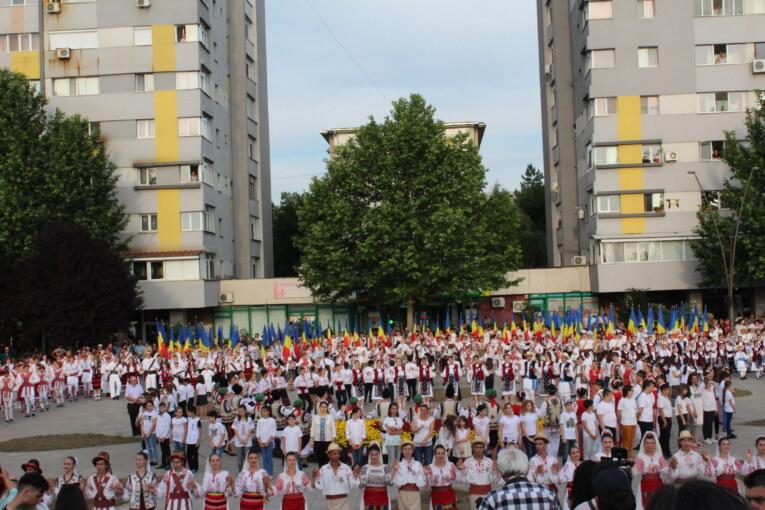România A întinerit La Slatina 2000 De Copii Au Jucat Româneşte