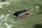 Gorj: Atentionare pentru practicantii de rafting. Un baraj de pe raul Jiu a fost spart de debitul mare de apa!