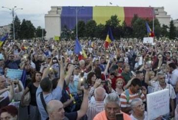 Au inceput protestele! Zeci de mii de romani au manifestat in toata tara impotriva coalitiei PSD – ALDE! Jandarmii au facut zeci de retineri in Bucuresti!