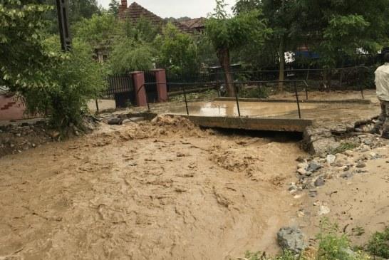 Potop in Gorj si Valcea! Inundaţii puternice la Polovragi, Novaci si Vaideeni!