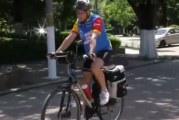 Un oltean din Corabia a pedalat peste 500 de kilometri pentru a-si promova orasul in cele 5 orase resedinta de judet ale regiunii!