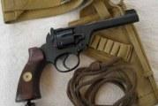 Doua pistoale si 100 de cartuse au fost gasite in podul unei case din Strehaia! Unul dintre pistoale a fost confectionat artizanal!