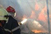 Incendiu puternic la o fabrica de prelucrarea lemnului din Drobeta Turnu Severin! Pompierii au stins incendiul intr-o ora, intervenind cu 4 autospeciala cu apa si spuma!