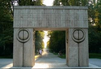 """Se implinesc 80 de ani de la inaugurarea """"Ansamblului Monumental"""" al lui Constantin Brancusi din Targu Jiu! Ce au descoperit expertii la Poarta Sarutului!"""