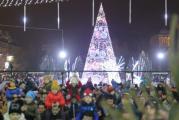 Craiova arata feeric! in acest weekend s-a deschis Targul de Craciun, locul unde oltenii se pot bucura ca niciodata de Sarbatori printre zecile de mii de luminite!