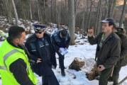 """Se intampla in Romania! Padurari din Obstea Pestisani, dati afara pentru ca au raportat furtul de lemne: """"Asa e in economia de piata!"""" Situatii similare si in Valcea!"""