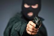 Jaf armat in miezul zilei intr-o banca din Craiova! Un hot mascat a amenintat angajatele bancii cu un pistol si a fugit cu 20.000 de lei!