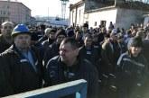 Minerii au intrat in greva spontana la Complexul Energetic Oltenia si sunt la un pas sa prabuseasca sistemul energetic national! Politicienii locali au intrat intr-o noua batalie pentru conducerea CEO, incercand sa exploateze greva!