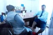 Directorul din Primaria Targu Jiu, caruia i se facea pedichiura de catre o femeie de serviciu la birou, aspru sanctionat: a fost numit director la alt departament!