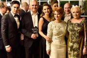Lia Olguta Vasilescu si Claudiu Manda au facut nunta in comuna Isalnita, din Dolj! Liviu Dragnea a venit la petrecere si a dansat cu iubita sa, Irina, in ciuda celor doua hernii de disc de care sufera! GALERIE FOTO!