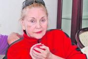 Zina Dumitrescu a murit la varsta de 82 de ani! Creatoarea de moda, care il lansase ca model, printre altii,  pe Calin Popescu Tariceanu, traia singura intr-un azil de batrani!