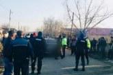 Se intampla in Judetul Valcea! Doi fotbalisti au fost atacati cu o secera de un grup de romi si au ajuns la spital, totul dupa o sicanare in trafic! Conflictul a fost aplanat de 10 politisti!