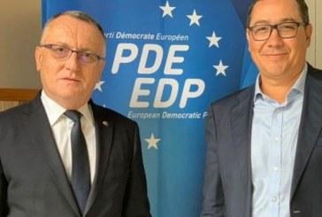 ProRomania a devenit membru al Partidului Democrat European, alaturi de cei de la USR-PLUS! Cele doua entitati politice romanesti intra in grupul lui Emmanuel Macron!