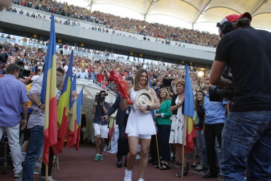 30.000 de romani au venit sa o aclame pe Simona Halep pe Arena Nationala! Campioana noastra le-a prezentat trofeul cucerit la Wimbledon si a tinut un discurs fantastic!