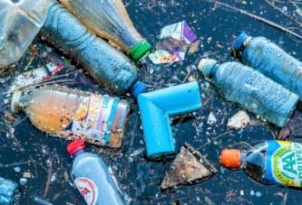 Comisia Europeană va interzice produsele din plastic
