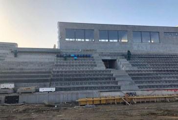 Se montează scaunele la noua arenă de atletism din Craiova