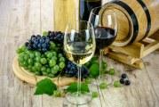 Ce vinuri beau românii? Oltenii demisec, moldovenii demidulce!