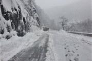 Defileul Jiului, deblocat după ce fusese acoperit de avalanșe de zăpadă
