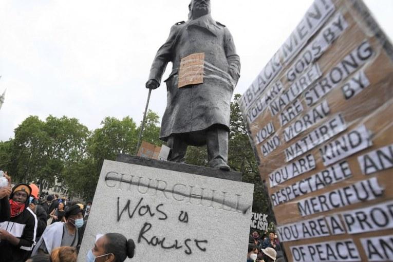 Statui. Churchill