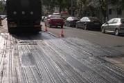 Străzi blocate temporar la Slatina: se repară asfaltul de lângă gurile de canal